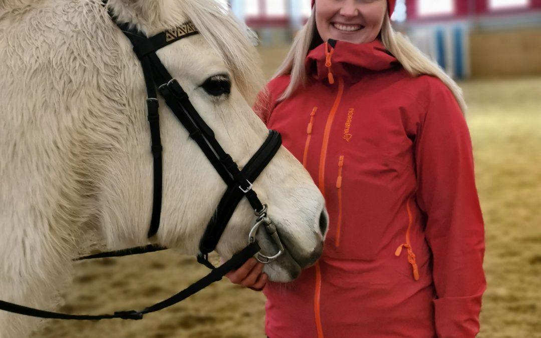 Behandlar ved hjelp av hesten sine rørsler
